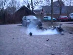 おそロシア、交通量が多く雪が積もった道路を何かが横切った!!