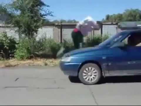 縦列駐車勝負! ボルボの自動駐車システム VS 人間