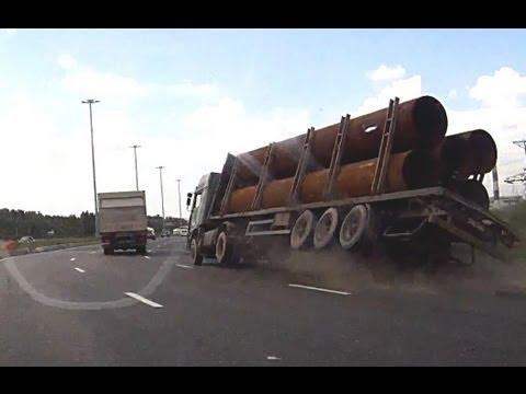 大型トレーラーに1台だけのVIP納車。どんなスーパーカーが納車されるんだ?