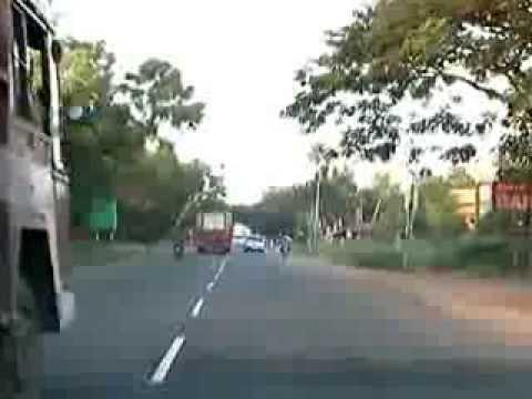 インドでは当たり前!?大型車無双すぎる道路事情