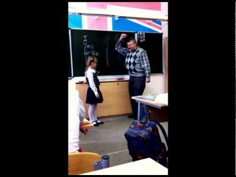 ロシアン少女、英語教師にブチ切れ!!