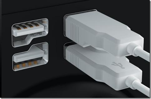 USBの挿し間違いを防ぐデザイン。一方、日本はどっちも挿せるようにした
