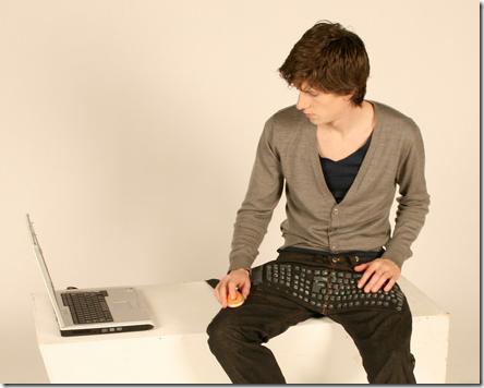 ズボンとキーボードが一体化、これヤバイだろw