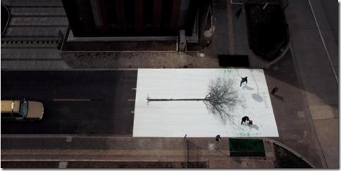 人が歩くと緑が増える面白アート