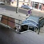 銀行強盗vs警備員でこの警備員を雇ったのは誰だwwwと海外で人気になった映像