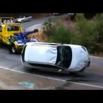 横転したアクセラを助けたレッカー車、さらに追い打ちをかけるの巻