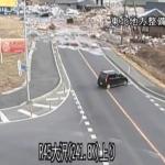 危機一髪。主に道路に津波が押し寄せる映像の早回し。