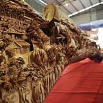 中国の職人凄すぎ。一本の大木に木彫を施した作品がギネスに。製作期間4年。