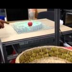 これは未来技術過ぎる!リアルタイムであなたの動きをコピーする3Dテーブル