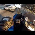 バイクで黄色信号を無理矢理突破した結果・・・
