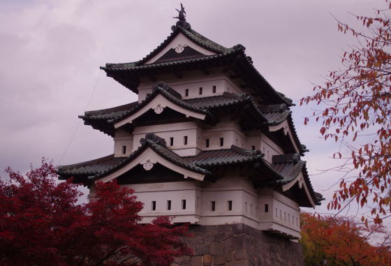 秋の弘前城