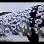 もはや芸術の域・・・外国の雪下ろし作業が凄い