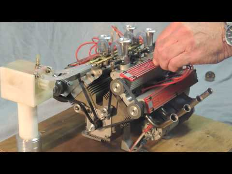 バッテリーが上がったフェラーリをロールスロイスが助ける珍しい光景