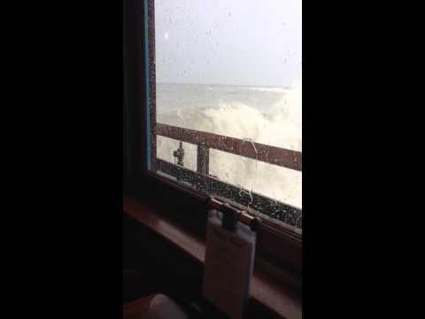 これは怖い・・・海上レストランでご飯を食べていたら・・・