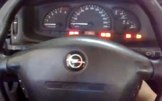 エンジンをかけると激しく嫌がる車が凄い!