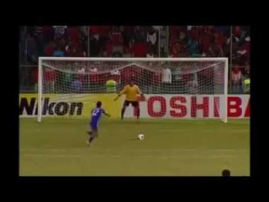 サッカーボールを使ってダンス。多彩な技が凄い!