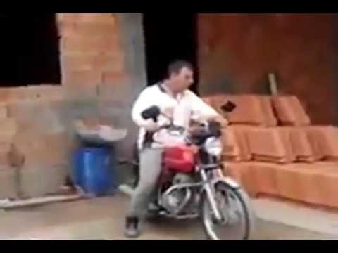 何気なくバイクで走ってたらゾウに襲われそうになった