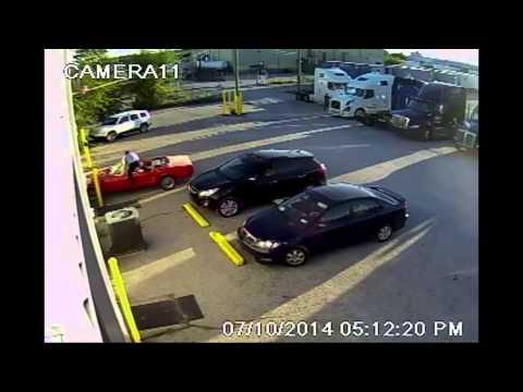 とある駐車場で起こった信じられない出来事、どうなるか予想してみよう!