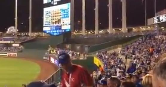 2014ワールドシリーズの球場にいたピーナツ売りのオッサンが凄い