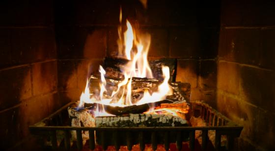 あの「薪が燃えているだけの映像」が4Kの高画質にwwwww