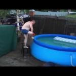 嫌な予感しかしないプールの飛び込み