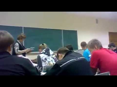 「これからノートを返しま~す」 ロシアの学校の場合・・・