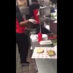 アメリカのハンバーガーショップ・チェッカーズの店員がやらかす