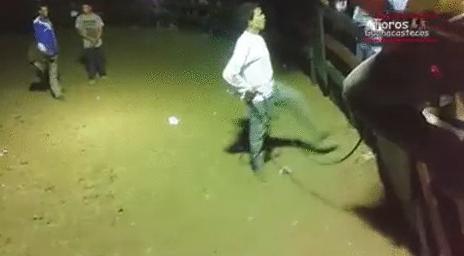 踏んだり蹴ったりな女性・・・