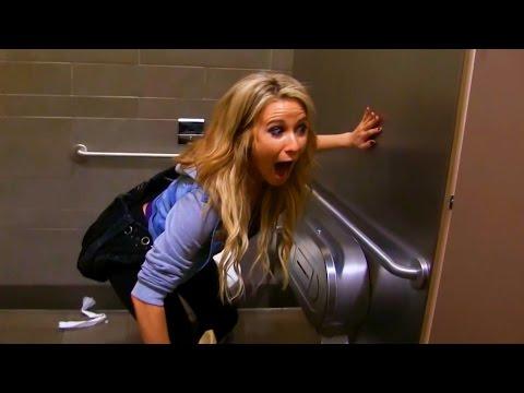 これは悪質すぎるw 女子トイレをのぞくイタズラ