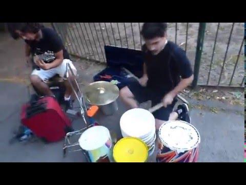 バケツドラム&ギターでヘビメタ