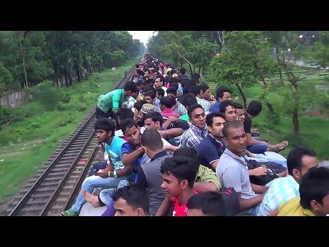 インド名物、電車屋根乗り視点の動画