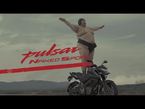 インドのバイクメーカー、力士2人を使ったぶっ飛びCMを制作