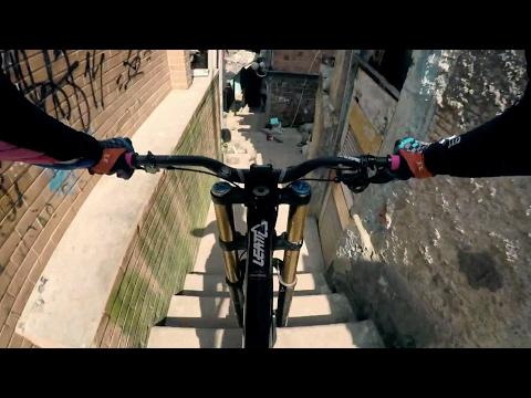 リオのスラム街をマウンテンバイクで下りまくる