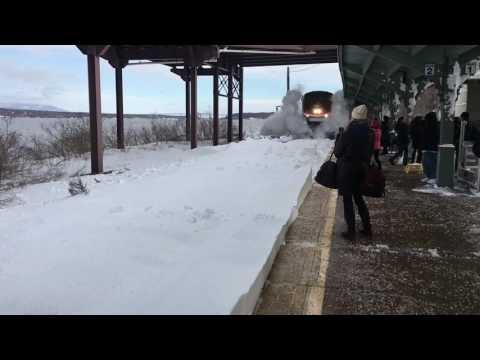 駅に電車がワイルド進入~