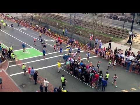 マラソンコースに横断歩道を設置