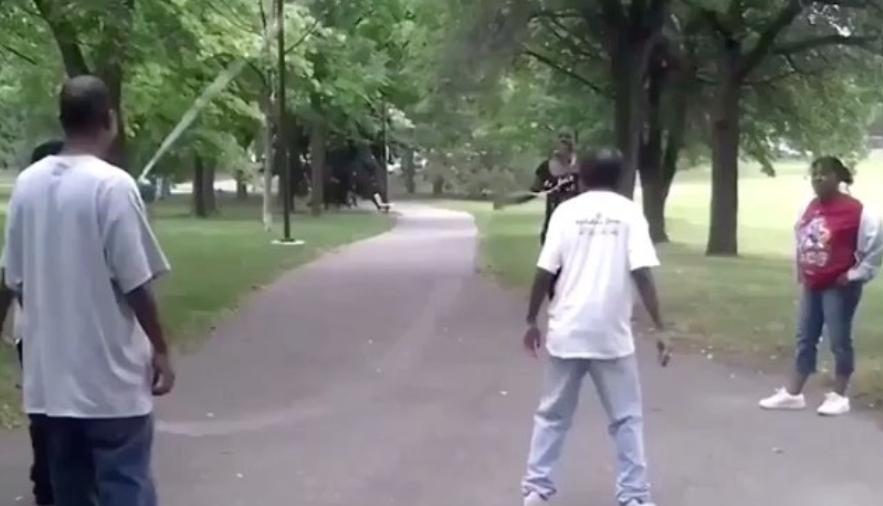 縄跳びに入れ・・ない、、、今だ!!!