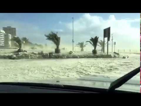 ケープタウンに猛烈な嵐襲来!街が凄いことに