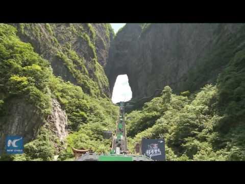 中国・天門山の階段(999段)を利用したパルクールコースが登場