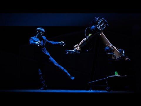 ロボットアームとデュエットダンス