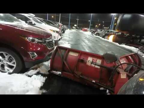 除雪の達人、限界まで新車に寄せてみた