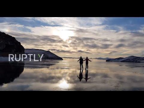 透明度がハンパないバイカル湖スケートリンク