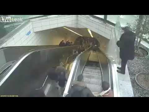 動作しないエスカレーターを階段代わりに使っていたら・・・