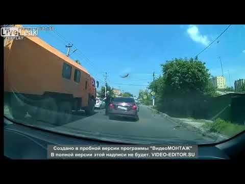 トラックには近づくなって動画