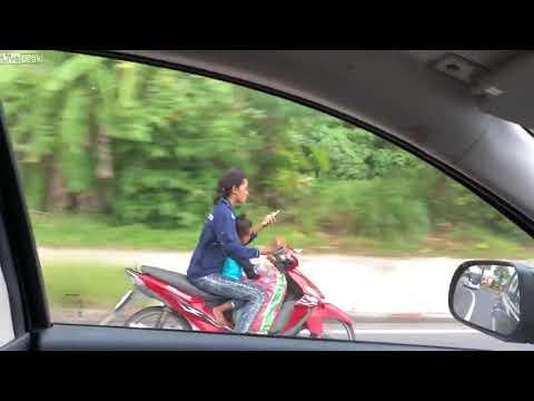 タイのお母さん、子供を乗せてヤバい運転