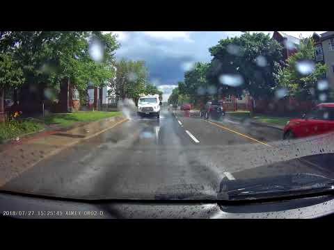 コレは卑劣!水たまりにわざと突っ込み迷惑をかけるドライバー