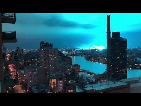 ニューヨークの発電所の変圧器が爆発して青い光が・・・