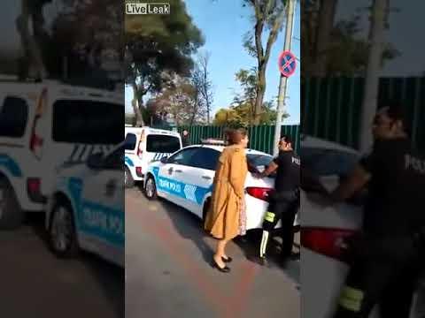 交通違反に超音波で対抗するおばさん