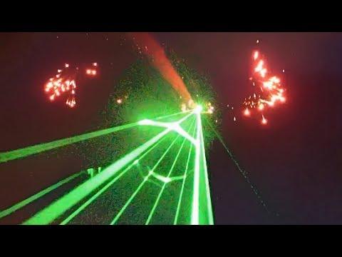 レーザーと花火を打ちまくる航空ショーが凄い