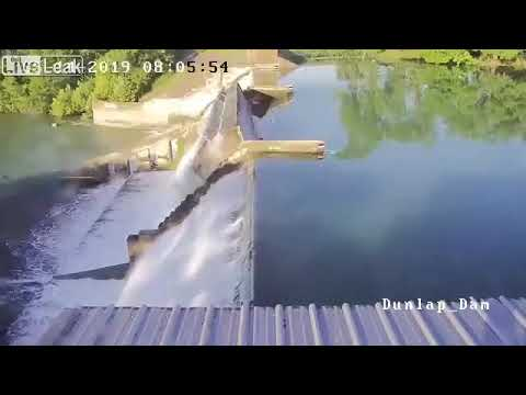 湖の水門がぶっ壊れる瞬間