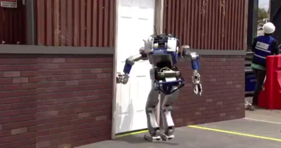 世界各国の最高峰の二足歩行ロボット VS ごく普通のドア